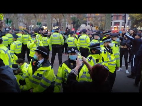 Man drinking coffee in Hyde Park unfairly arrested by HORDE of police officers