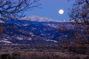 Full moon setting over Sawtooth mt. and Boulder
