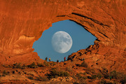 Full Moon Photo Looks Like Mysterious Giant Eye Through Rock Arch in Utah