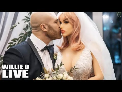 What the heck : Bodybuilder Tied The Knot With A Sex Doll