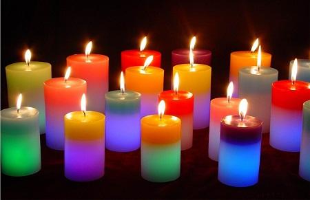 le jour de Noel à vos tables faîte brûler des bougies