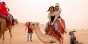 How should I dress for a desert safari?