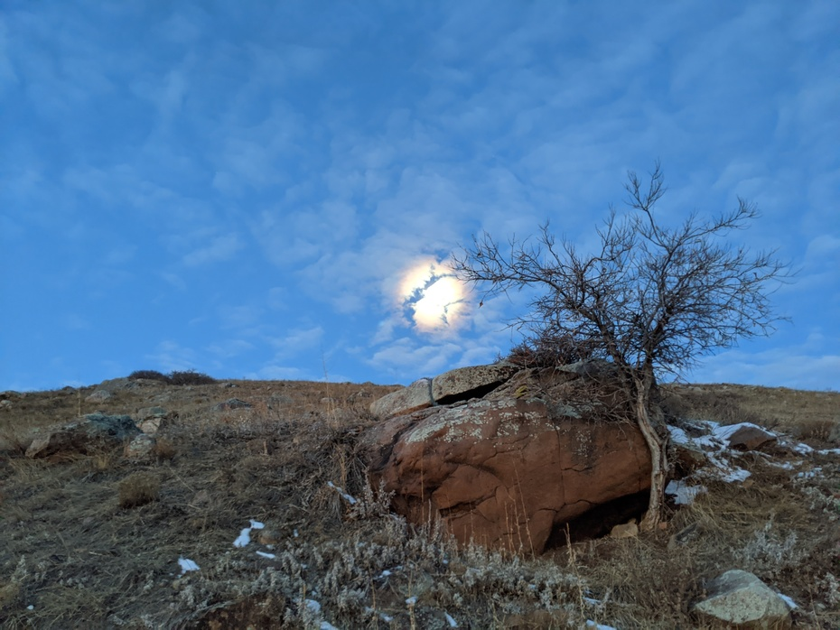 Moon setting over Hogback Ridge along the foothills