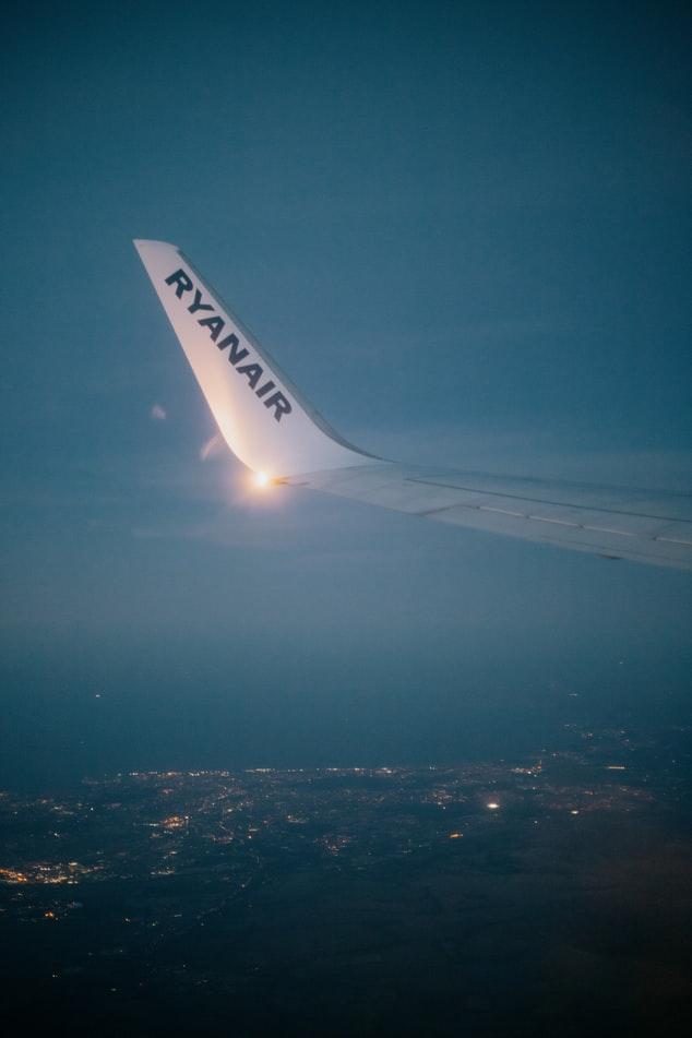 UK watchdog investigates Ryanair's 'jab & go' ad