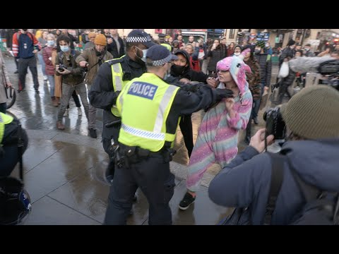 Police clash with anti-lockdown protesters at latest demo in London: Extended