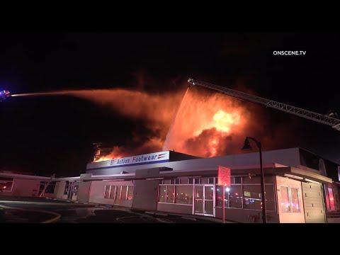 Al menos 4 bomberos resultaron heridos en la tercera alarma de incendio | Chula Vista