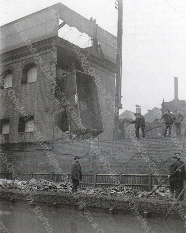 Curious Accident at Hornsey Station, 1907