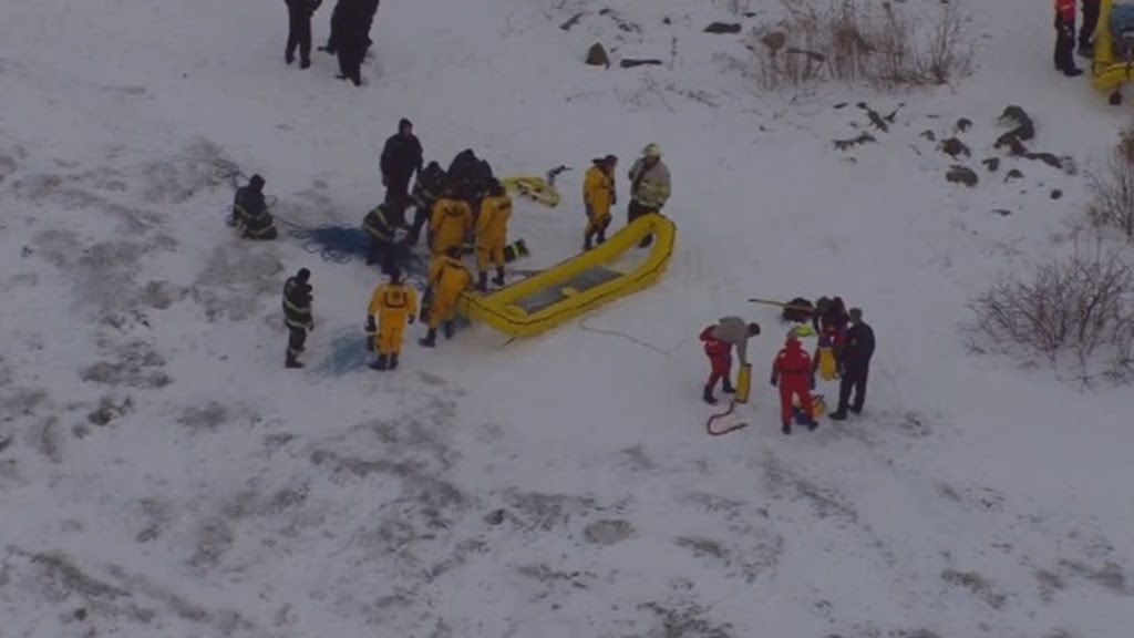 Cleveland Coast Guard rescues 10 people stranded on ice floe near park