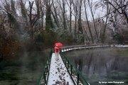 Με χιόνι στη πεζογέφυρα