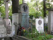 1280px-Eminescu_grave