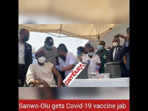 HAPPENING NOW: Sanwo-Olu gets Covid-19 vaccine jab