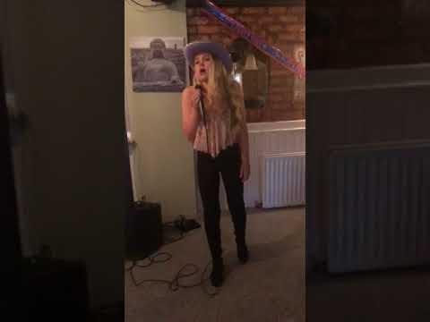 Sasha France last night (Carrie Underwood)