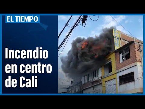 INCENDIO ESTRUCTURAL EN TERCERA PLANTA DE COMERCIO, RESPONDE BOMBEROS DE CALI - CALI EN COLOMBIA