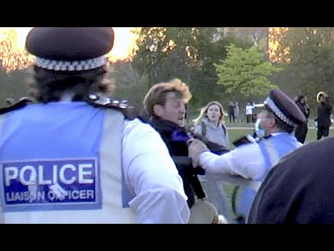 Man Arrests Police Officer in Hyde Park 24 April 2021 When Police Officers Intervene!