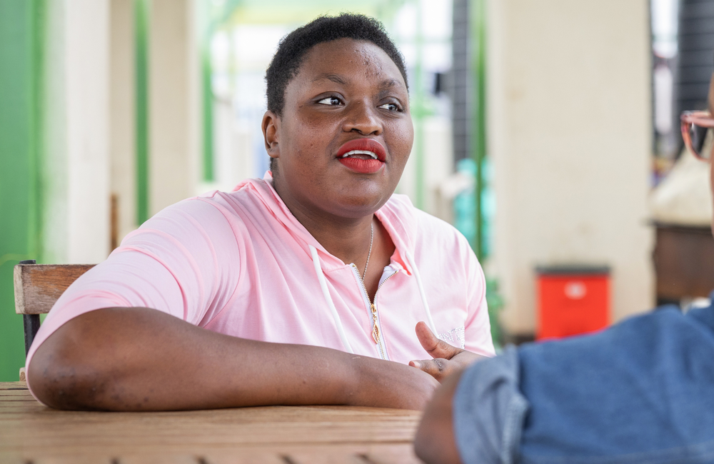 To tell or not to tell: why and how women disclose their hiv status with partners