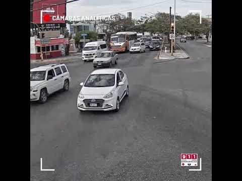 Ambulancia Y-3 de la SSP es colisionada por un autobús de pasajeros