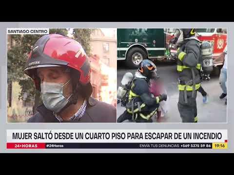 Mujer se lanza desde cuarto piso hacia techumbre ante incendio en edificio de Santiago