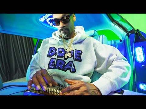 Snoop Dogg - Gang Signs (feat. Mozzy) [Official Music Video]