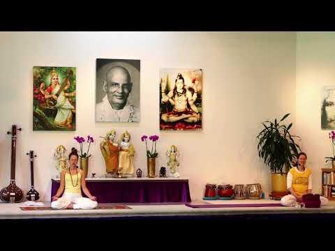 Intermediate yoga class with Kaivalya - Yoga Vidya Ashram Live 09:15 Uhr 21.05.2021