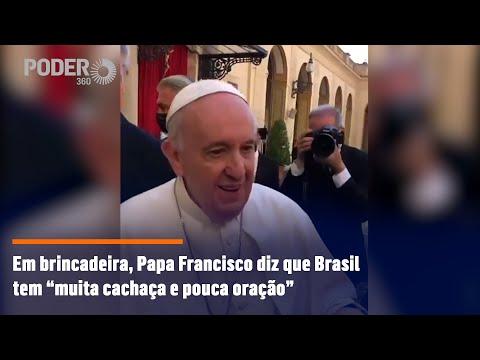 """Em brincadeira, Papa Francisco diz que Brasil tem """"muita cachaça e pouca oração"""""""