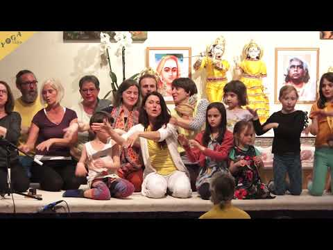 Erde mein Körper - by Lalita, Hans Jürgen & Kids Yoga Teacher Training Group