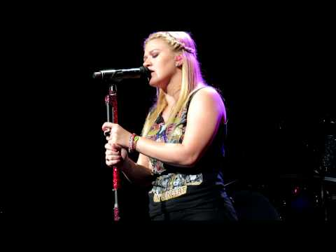 Kelly Clarkson - Fade Into You (Charlotte, NC)