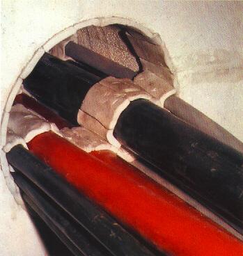 Protipožiarne tesnenie prestupu potrubí intumescentným materiálom