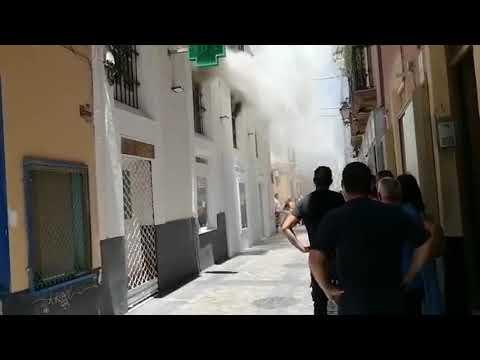 MUERE UN HOMBRE AL QUEDAR ATRAPADO POR LAS REJAS DURANTE EL INCENDIO DE SU VIVIENDA EN CÁDIZ - CADIZ, ANDALUCIA EN ESPAÑA