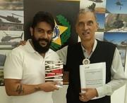 DIVISÃO DE HOMICÍDIOS DA CAPITAL - Entrega monografia ao Comissário Daniel Gomes