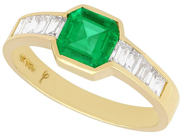 0.90 ct Colombian Emerald and 0.38 ct Diamond, 18 ct Yellow Gold Dress Ring - Vintage Circa 1980