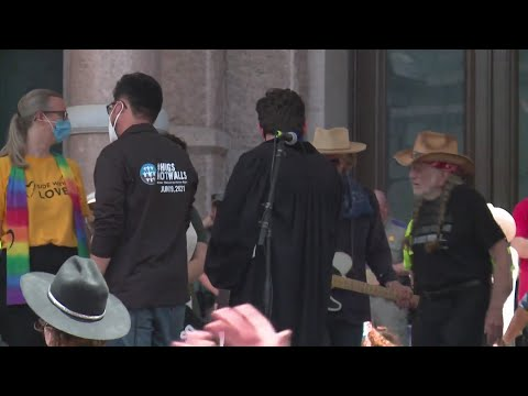 Willie Nelson performs for voting rights at Texas Capitol
