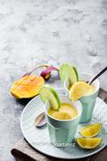 gelatina espumosa de mango y yogurt