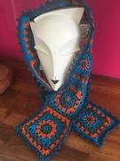 Crochet a granny square scarf