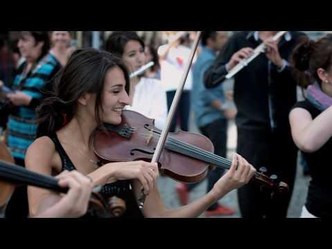 Mozart flashmob in Prague by Azerbaijan Student Network #flashmob #prague #mozart #turkishmarch