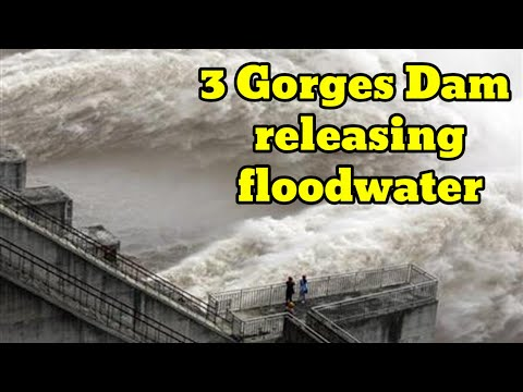 Three Gorges releasing floodwaters from the 11 gates of the dam