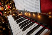 Piano-Decorated-With-Christmas-Lights-720x479